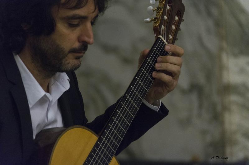 Toni Cotolí, guitarrista