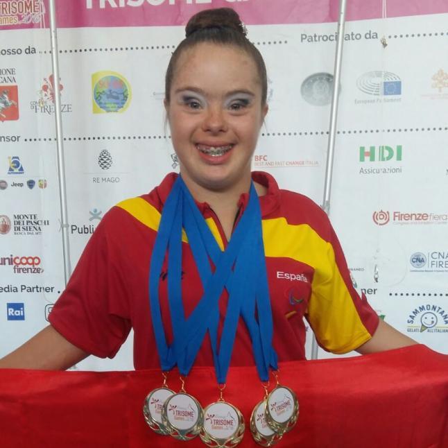 Sara Marín con las 5 medallas de Oro de los Trisome Games