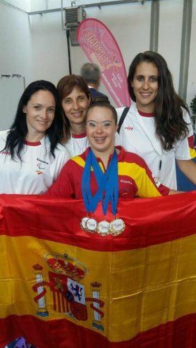 Sara Marín, junto a Titi Alberola, su madre María José y hermana Lidia Marín