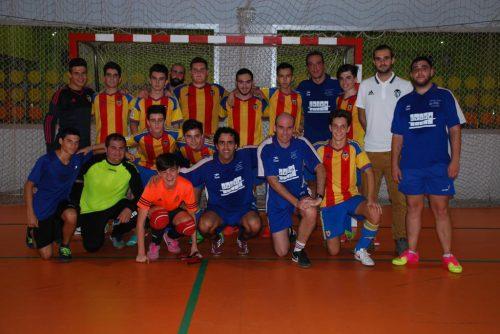 Jugadores del equipo Alter Valencia, junto a Jugadores del equipo juvenil Valencia B / Foto: Ximo Gisbert Hidalgo