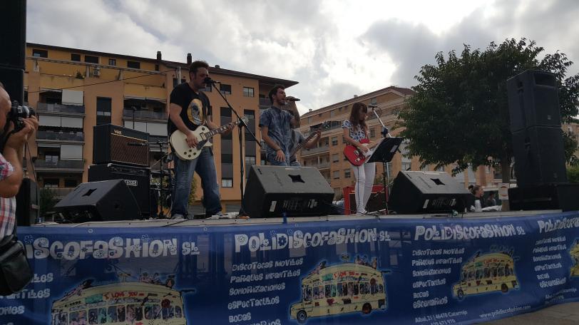 """El grupo musical """"Querido señor Duncan"""", actuando en directo / Foto: Alejandro Piquero Serrano"""