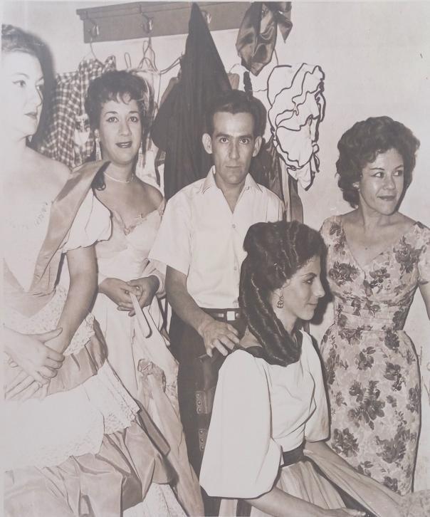 En el camerino del Teatro Lírico Nacional García Lorca están Sara Reina, Martha, Jorge (peluquero), Peluquera y Maruja de Triana / Foto cedida por: Caridad Lescaílles Farina