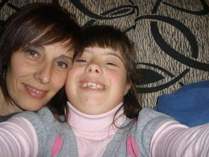 Sara en un selfie con su madre. Foto cedida por: María José Fernández Díaz