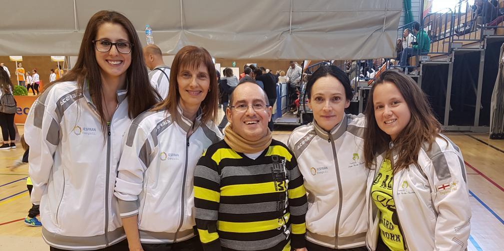 Lidia Marín (entrenadora), María José Fernández (colaboradora), Alejandro Piquero (Promotor de El desván de Alejandro) Titi Alberola (entrenadora) y Rocío Molina (colaboradora)