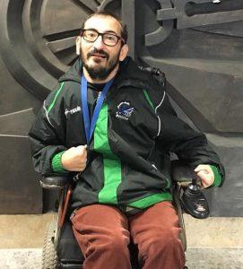 José Vaquerizo posando con una medalla