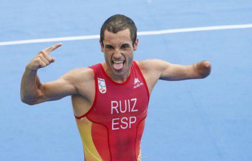 Jairo Ruíz pletórico tras finalizar una carrera / Foto: paralimpicos.es
