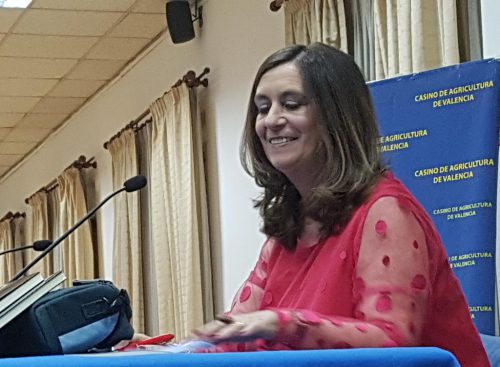 """Susana Gisbert feliz después de presentar su segundo libro """"Descontando hasta cinco"""" - Foto: redacción El desván de Alejandro"""