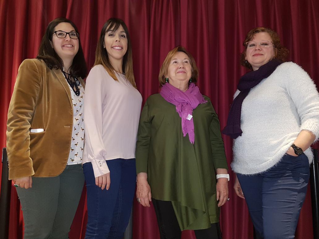De izquierda a derecha, Paz Navarro de Editorial Sargantana, Belén Monreal, Irene Estrada y Susana R. Miguélez, escritoras.