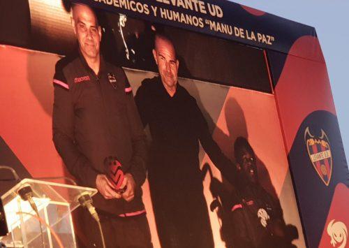 Bruno y Kenny, portero de Levante U.D. PC y Jugador de Levante U.D. Masclets recogen su premio