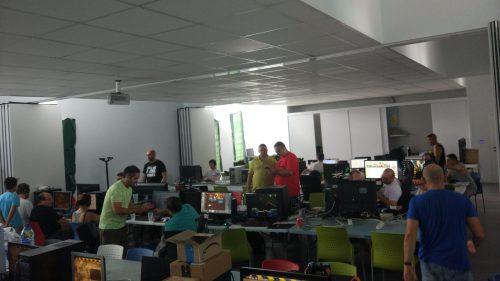 Después de dormir unas pocas horas, los participantes vuelven a sus respectivos ordenadores
