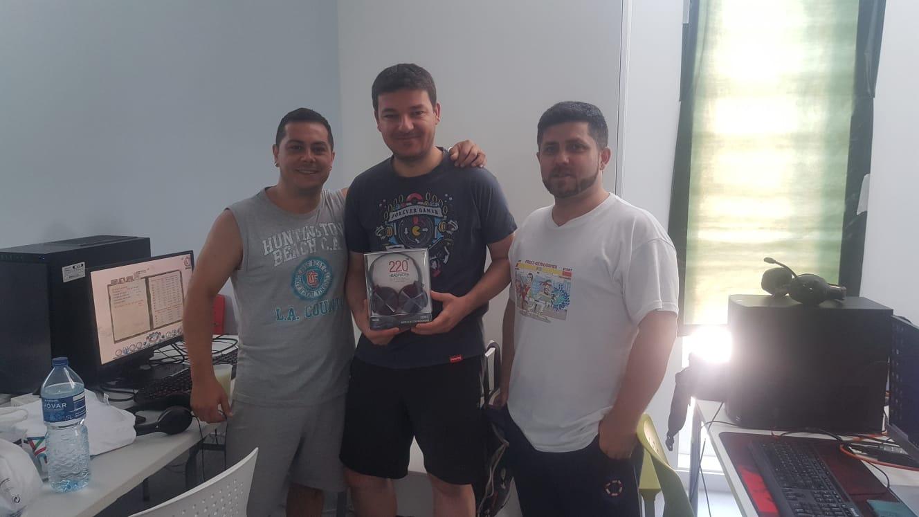 Premiado con auriculares tras ganar uno de los Torneos
