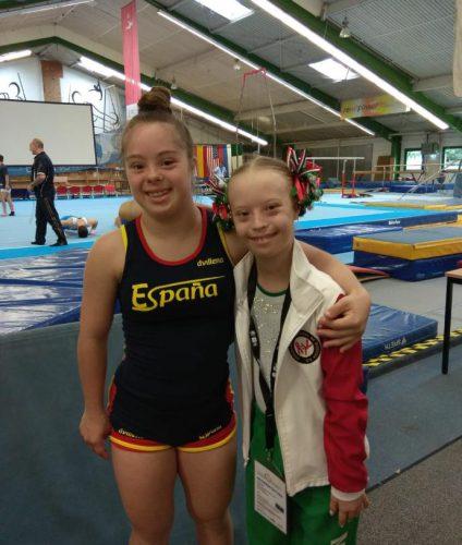 Sara Marín con su amiga mexicana de Gimnasia Artística Bibi, también actual Campeona del Mundo 2018.