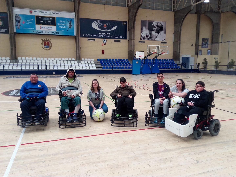 El powerchair o fútbol motorizado, es un deporte que comienza a resurgir en nuestro país. La nueva formación de Alicante son los Powerchair Xaloc Alacant.